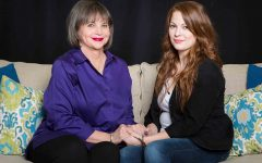 """""""Mom's Gift"""" charms audiences at Meadow Brook Theatre"""