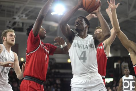 Men's basketball ends Senior Night with win over YSU