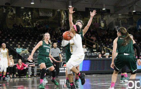 Women's basketball stuns No. 21 Green Bay