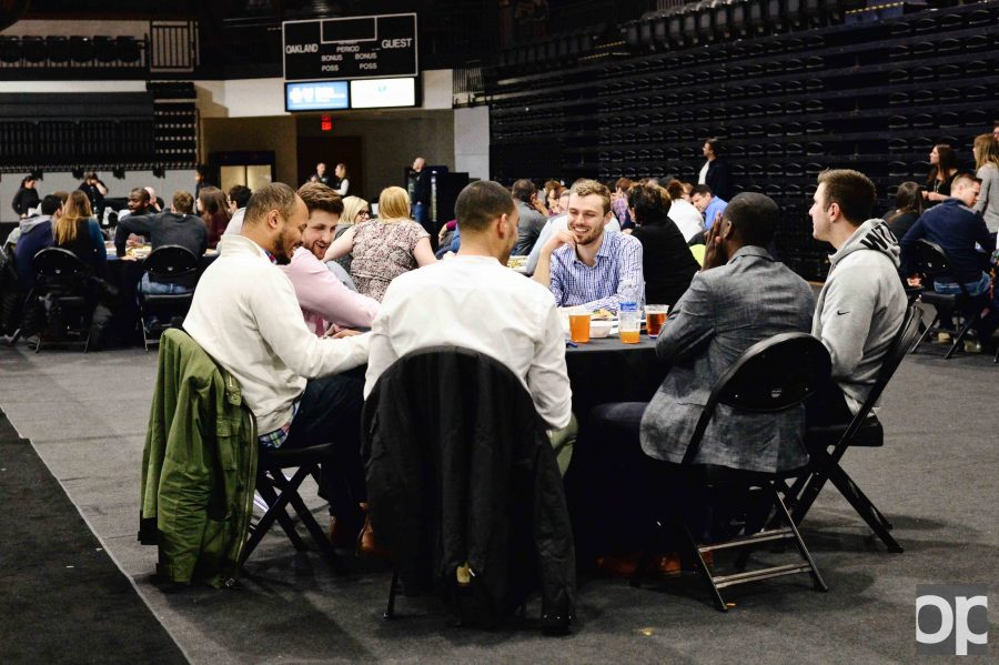 Oakland+University+Athletics+hosted+its+first-ever+Trivia+Night+on+Thursday%2C+March+9+at+the+O%27rena+with+19+teams+competing+against+each+other.+