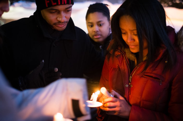 Friends%2C+colleagues+gather+at+candlelight+vigil+to+honor+DeMal+Coleman