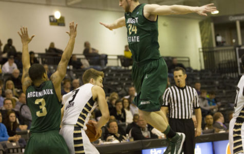 Wright State wrongs Oakland
