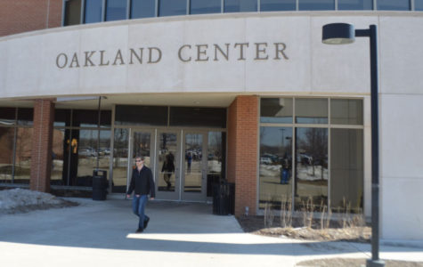 JRN 200 students survey the Oakland Center for vacancy