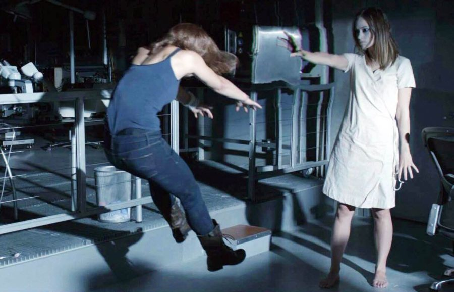 The Lazarus Effectinstead takes its potentially great horror concept and grinds it through every horror cliché imaginable. The result is a typical PG-13 horror flick that ends up being unscary, uninteresting, and ultimately unsatisfying.