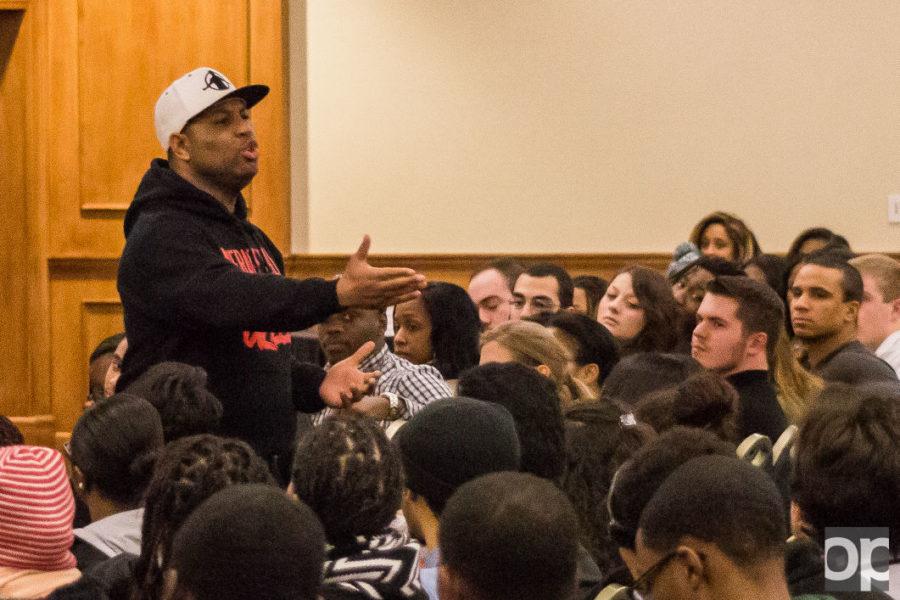 Eric Thomas speaking to students.