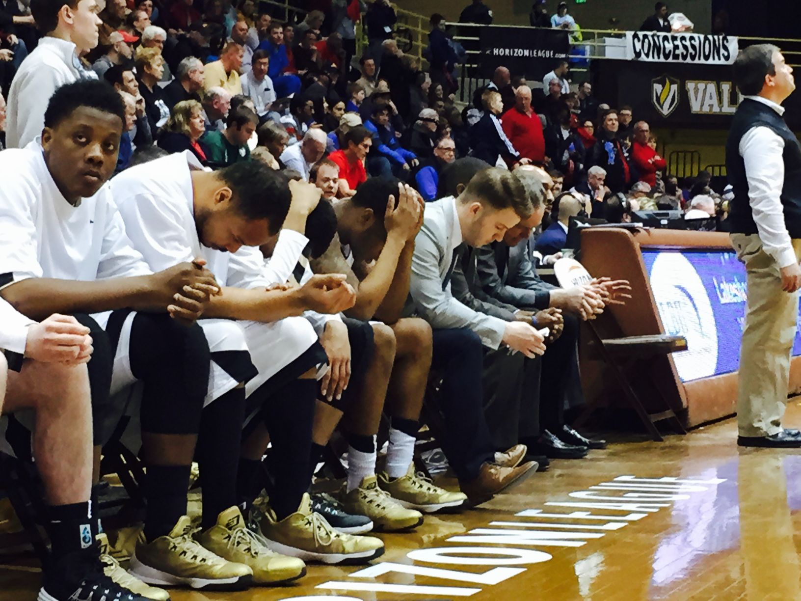 Oakland's bench helplessly looks on. UIC defeated the Golden Grizzlies by three on Friday night.