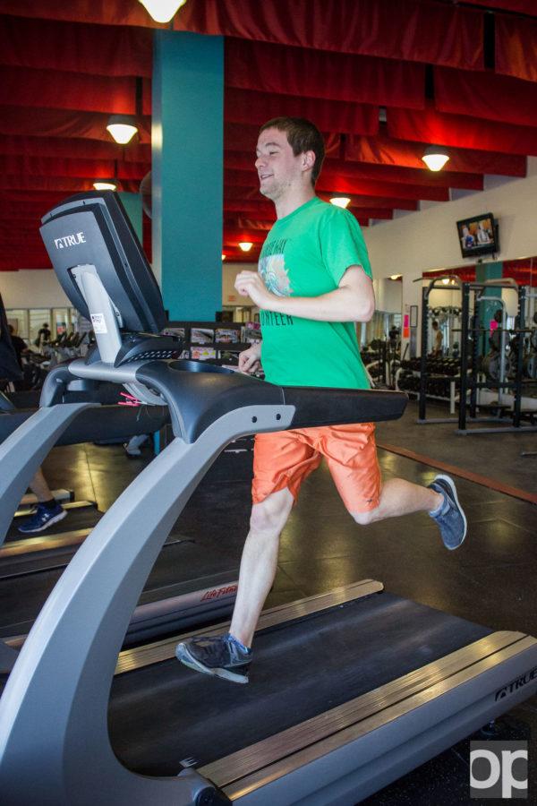 Oakland student running on the treadmill.