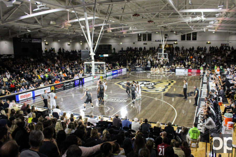 With+3%2C808+people+in+attendance%2C+Oakland+men%27s+basketball+hosted+their+home+opener+on+Wednesday%2C+Nov.+18.