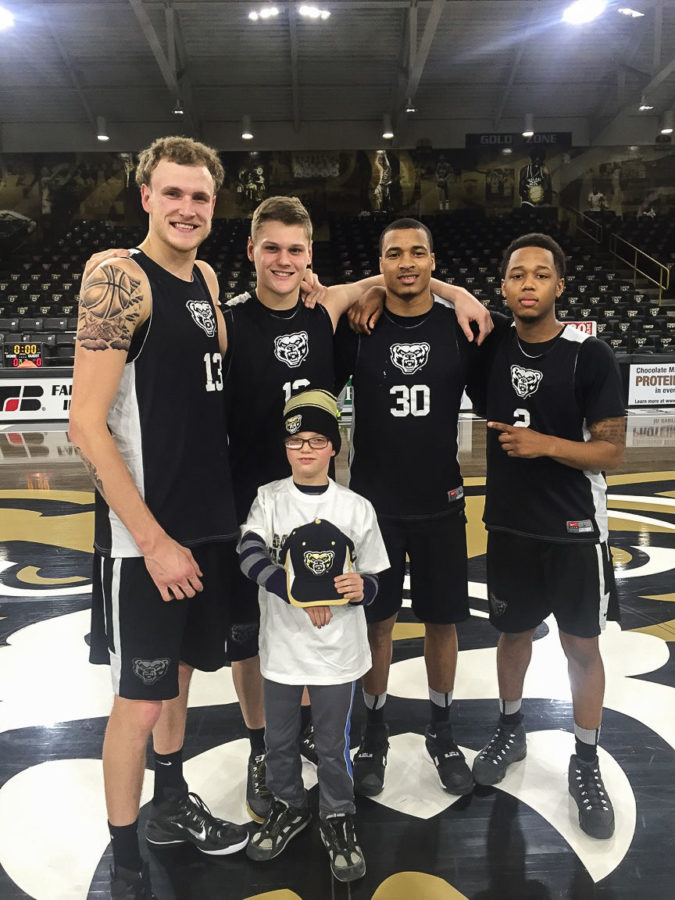 Oakland+men%27s+basketball+signed+Will%2C+a+child+from+Team+IMPACT+to+be+a+part+of+the+team.+Team+IMPACT%2C+an+organization+that+matches+severely+and+chronically-ill+children+with+college+sports+teams.