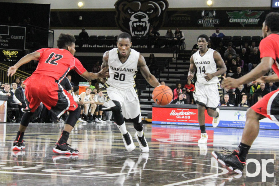 Felder drives to the basket during Monday nights game at the Orena against Youngstown State.