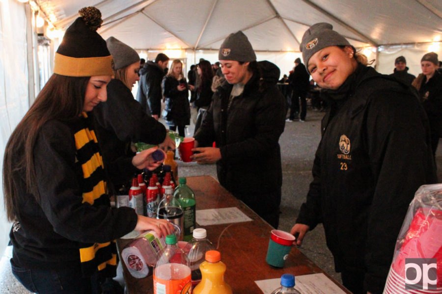 Oakland+University+Student+Congress+hosted+the+Winter+Fest+Tailgate+on+Jan.29+before+the+men%27s+basketball+game+inside+a+heated+tent%2C+getting+students+prepared+for+game+night.%C2%A0