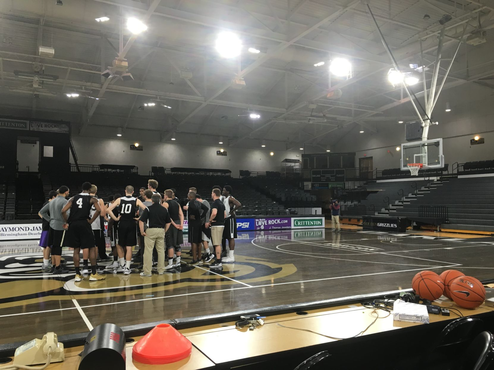 Oakland preps for massive Friday home game against UDM at 9 p.m.