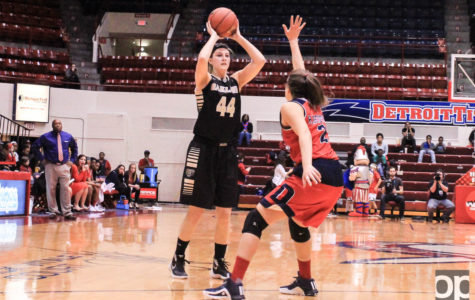 Two women's basketball players recognized with All-Horizon League honors