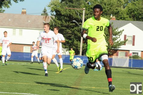 Freshman defender Nyal Higgins scored the final goal for the Oakland in the 79th minute which earned the Golden Grizzlies their win over the Titans.