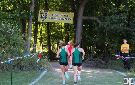 In the women's 4K race Rachel Levy, Ashley Burr, Miranda Haas and Kailey Weingartz crossed the finish line first for Oakland first.