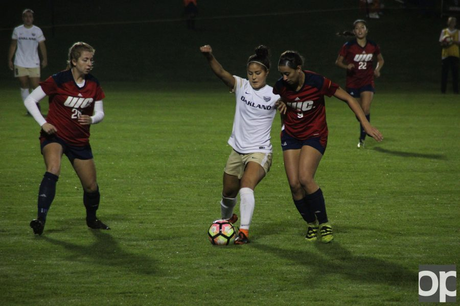Brooke+Miura+%283%29+scored+Oakland%27s+lone+goal+Saturday+night+at+the+Oakland+soccer+field+against+UIC.