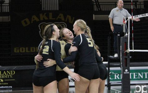 Volleyball destroys undefeated Green Bay
