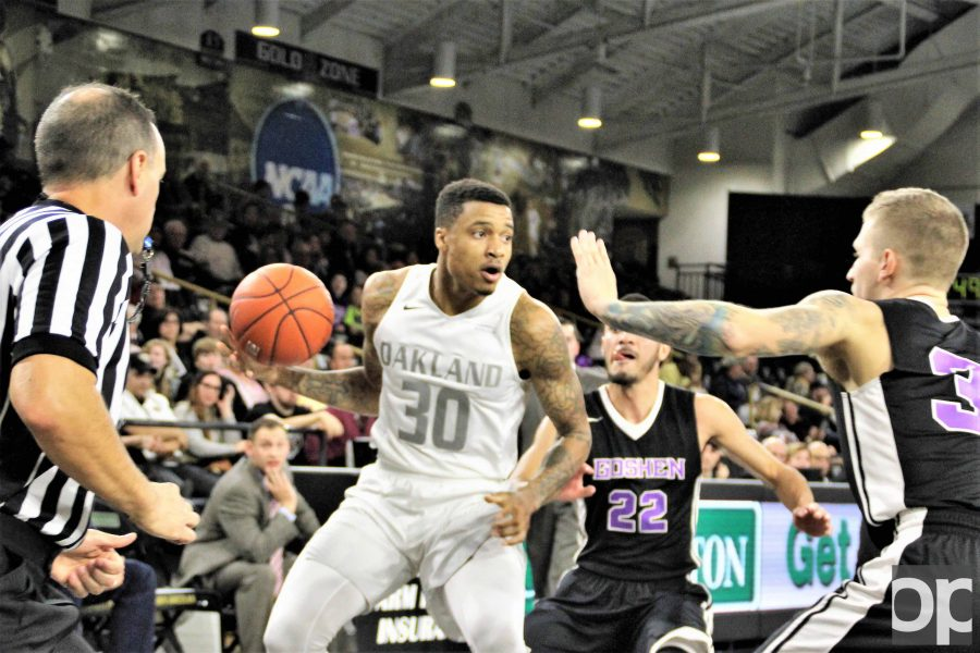 Sherron+Dorsey-Walker+%2820+points%29+and+Martez+Walker+%2821+points%29+combined+scored+41+points+to+lead+the+Golden+Grizzlies+into+its+third+victory+of+the+season.+Oakland++defeated+Goshen+College+102-59.