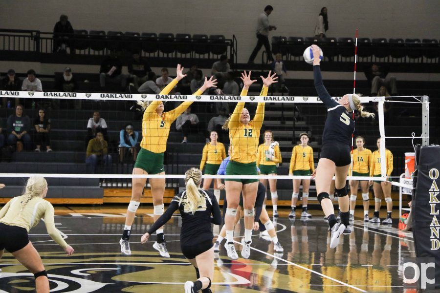 Jessica Dood (5) put up a season high of 14 kills against Wright State.