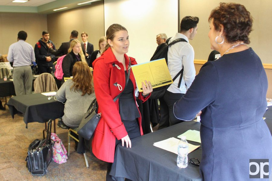 Faculty members and professional advisers talk to students about future as a business major or minor.