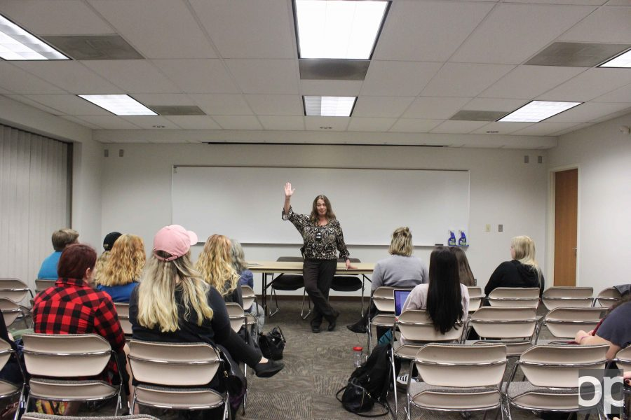 Detective Shona Collins speaks to The Feminists of OU club about domestic violence.