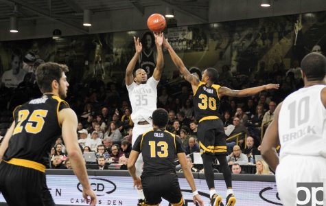 Men's basketball moves to 2-0 in the Horizon League