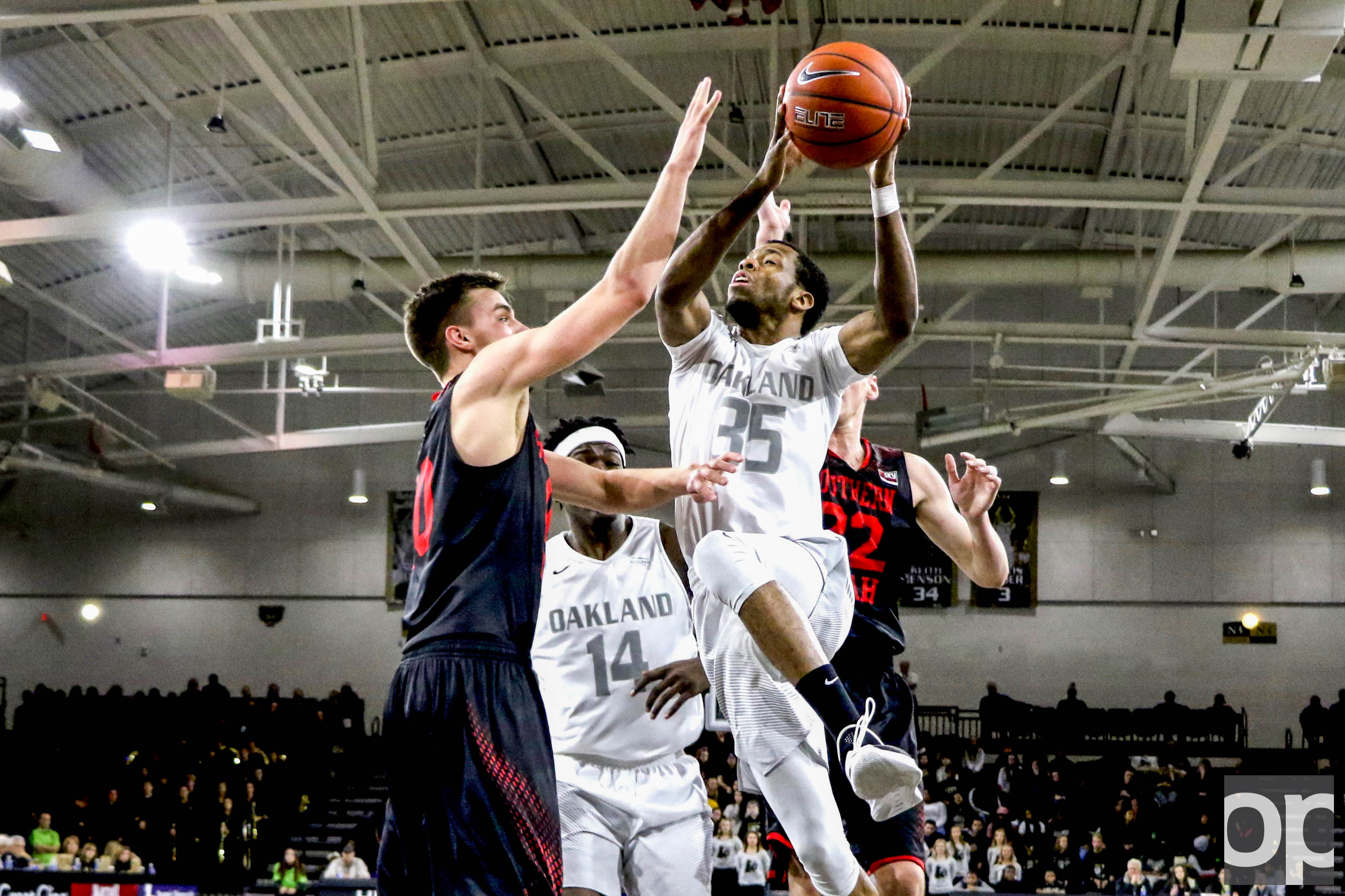 Martez Walker led Oakland with 19 points Saturday evening at the O'rena against Southern Utah University. Oakland won 78-68 to extend its record to 6-0 at home.