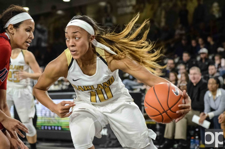 Oakland won 81-58 against UIC at its first league game. Taylor Jones led Oakland with 22 points.