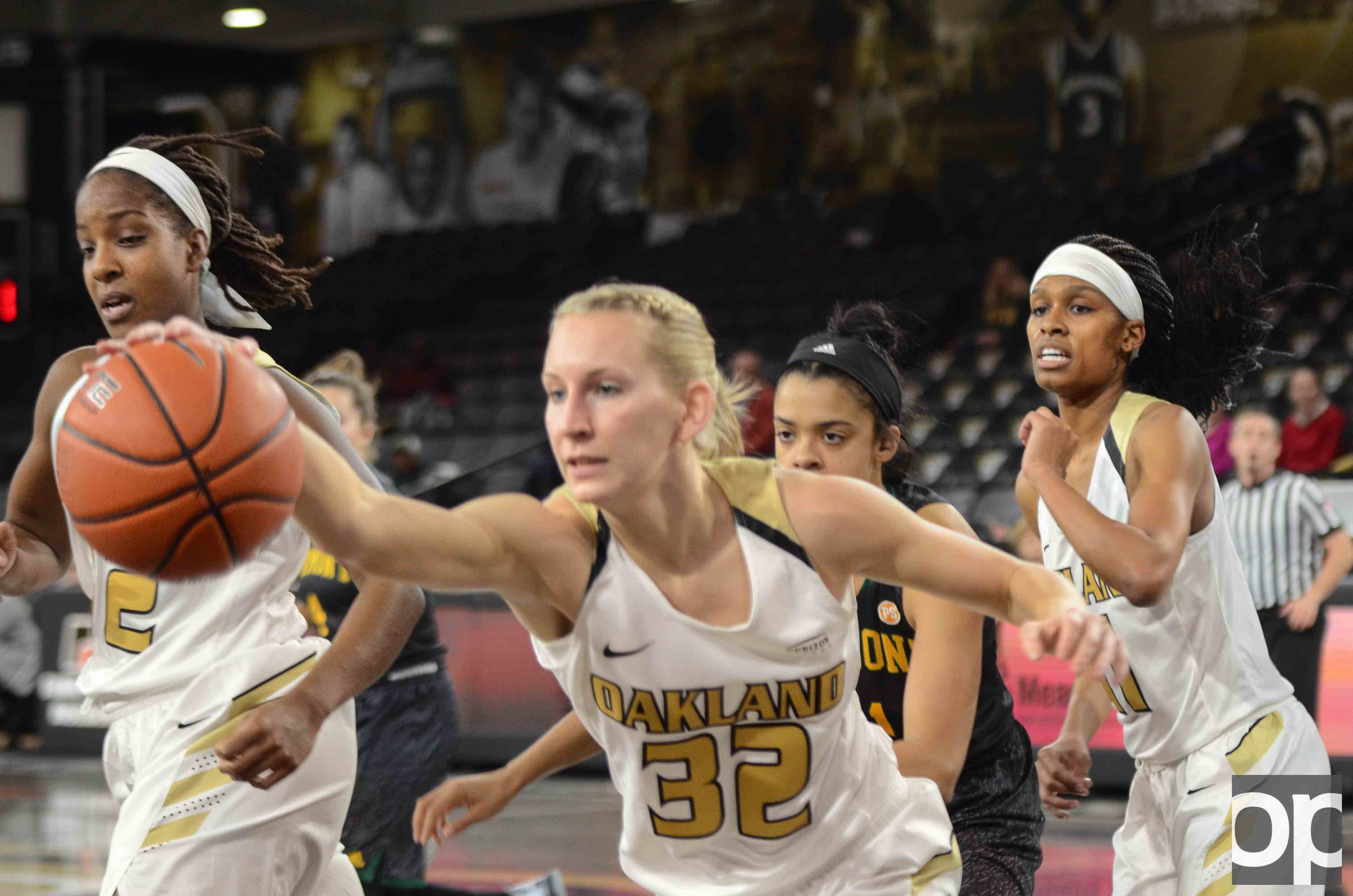 Oakland clinched a win against Vermont 79-55 on Tuesday, Dec. 20 at the O'rena.
