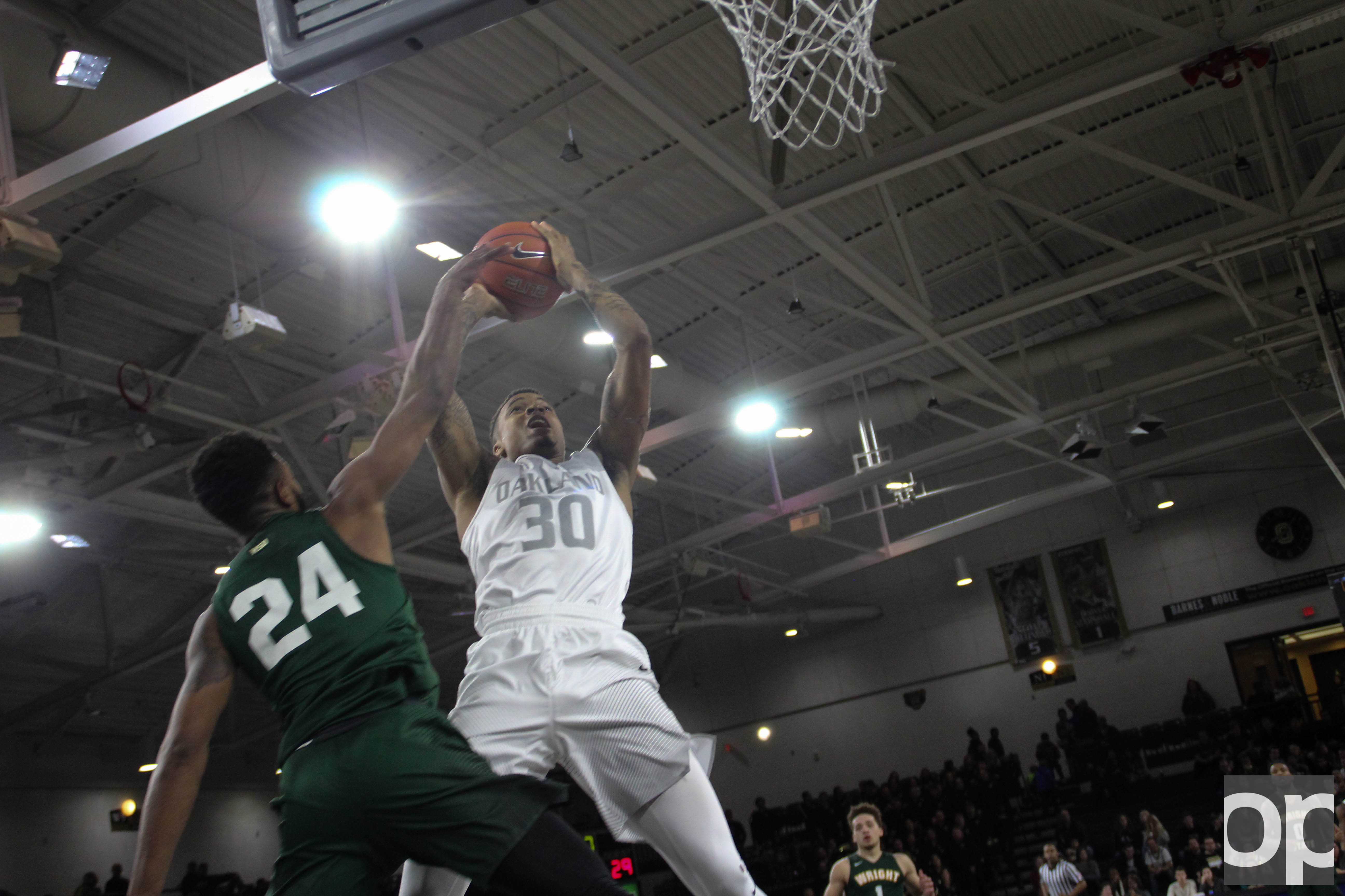 Sherron Dorsey-Walker led Oakland with 25 points to its 81-62 win over Wright State Thursday night at the O'rena.