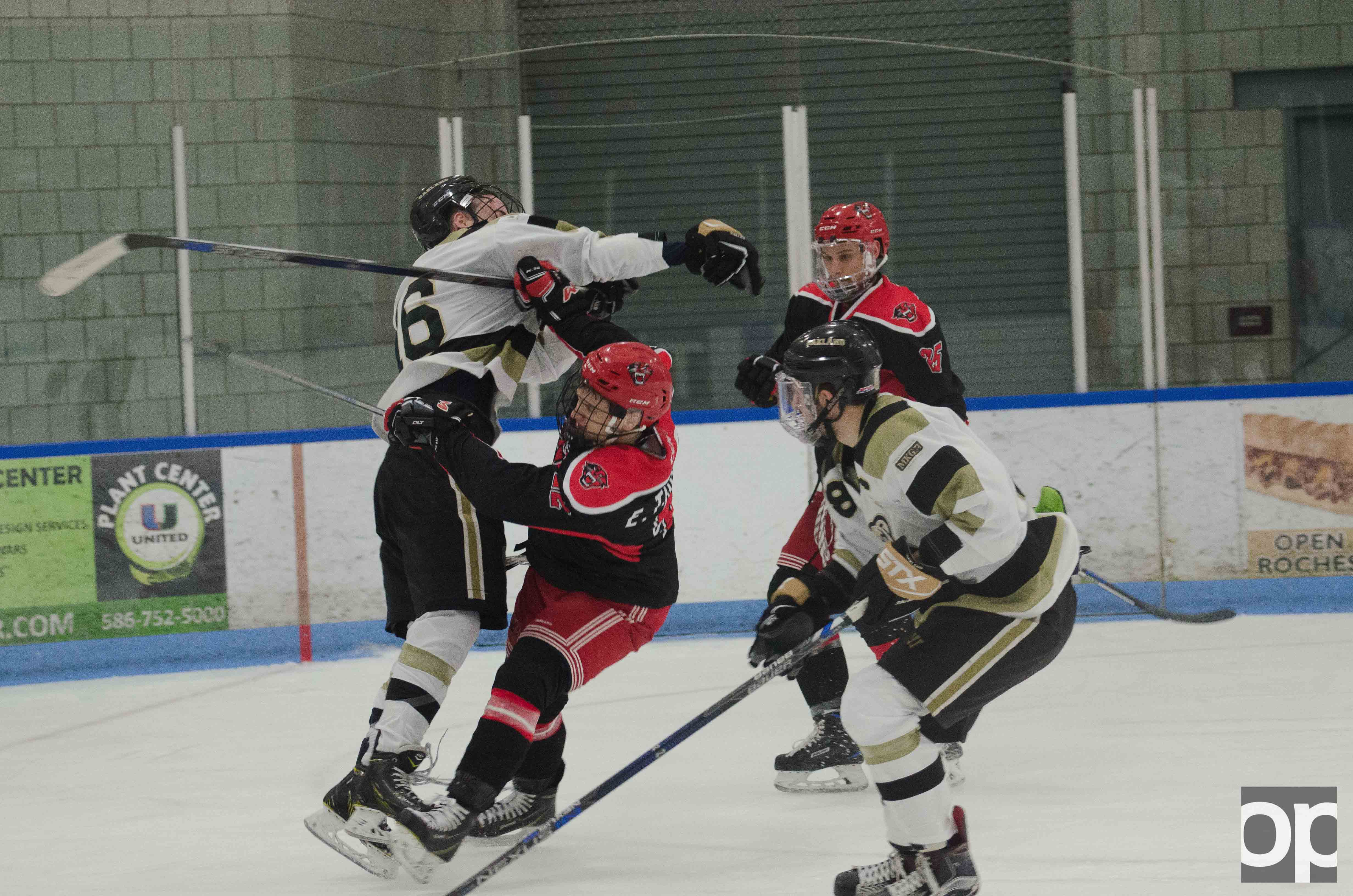 Oakland's Division I hockey team played against Davenport on Saturday, Jan. 28 at the Onyx Rochester Ice Arena.