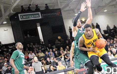 Men's basketball's comeback efforts fall short in loss to UWGB