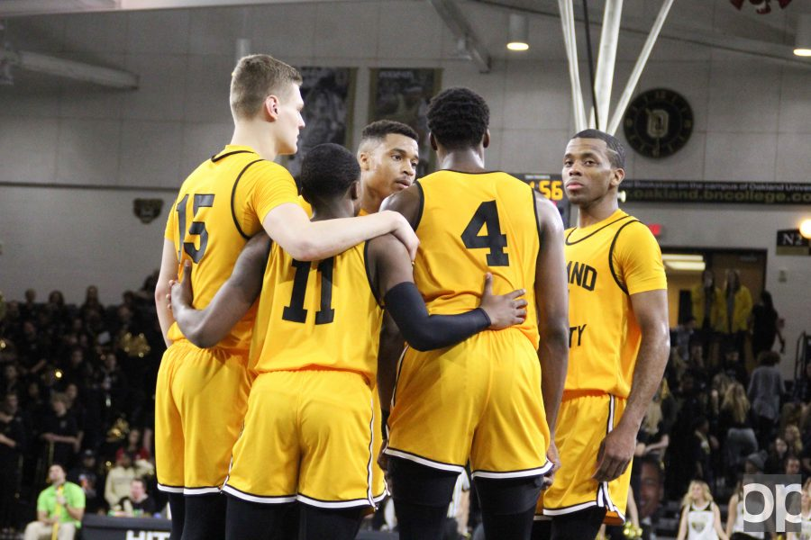 he men's basketball team wore throwback jerseys, replicas of Oakland's first-ever team's jerseys, in celebration of the All Half-Century Team that was honored at halftime.