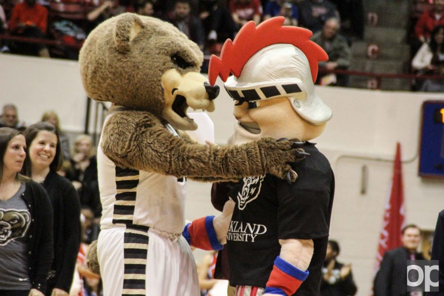 Since+Oakland%27s+626+donors+beat+out+UDM%27s+470+donors+to+win+the+Giving+Challenge%2C+Tommy+the+Titan+had+to+wear+the+bear+at+the+men%27s+basketball+rivalry+game+on+Friday%2C+Feb.+10+in+Calihan+Hall.+