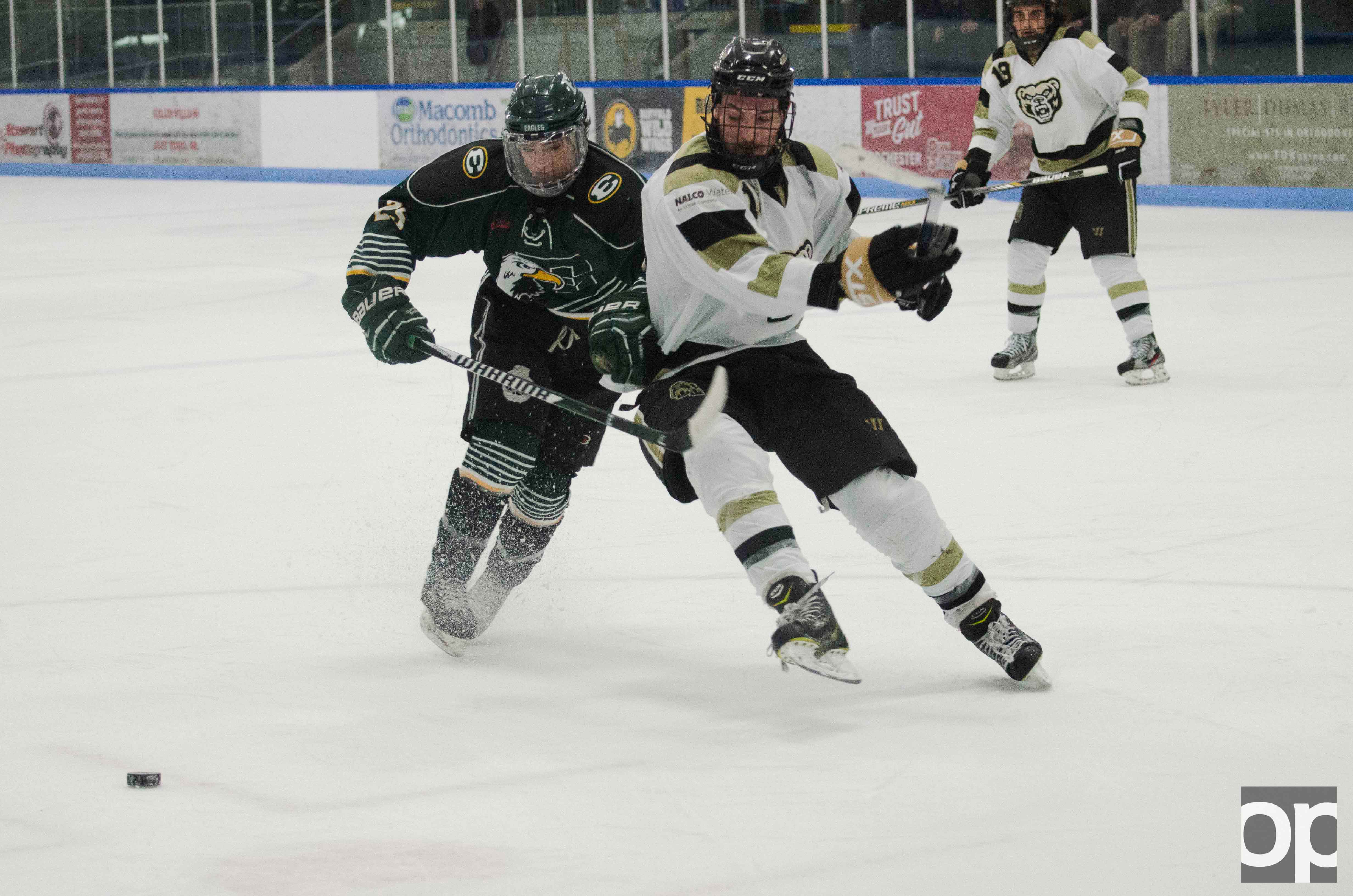 Oakland's Division I club hockey team battled it out against Eastern Michigan University at the Onyx Ice Arena, but eventually lost 4-2.