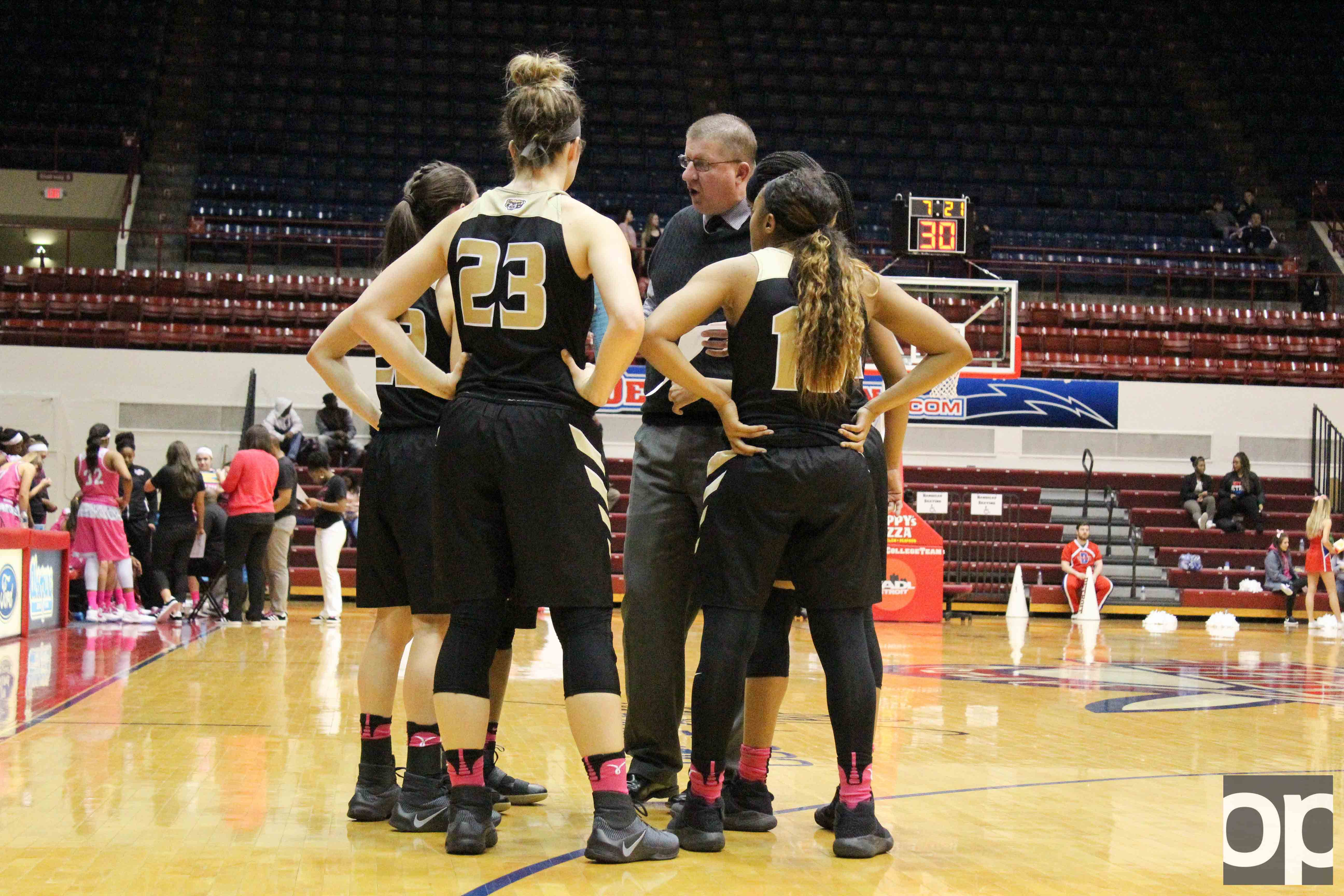 The Oakland women's basketball team traveled to Calihan Hall for a rivalry game against University of Detroit Mercy and fell 71-61 on Saturday, Jan. 11.
