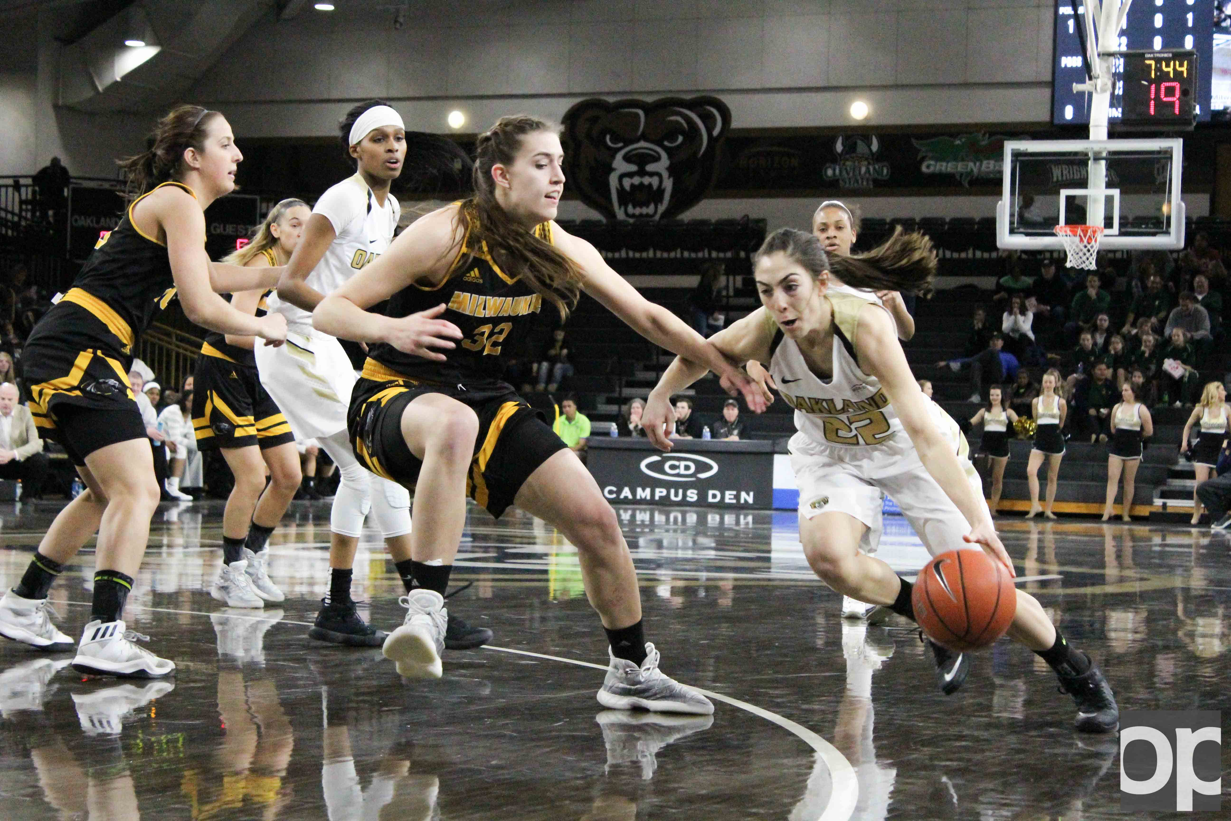 With 20 points and seven rebounds, Taylor Gleason led the Golden Grizzlies to its third consecutive win at home on Saturday, Feb. 4 at the O'rena.