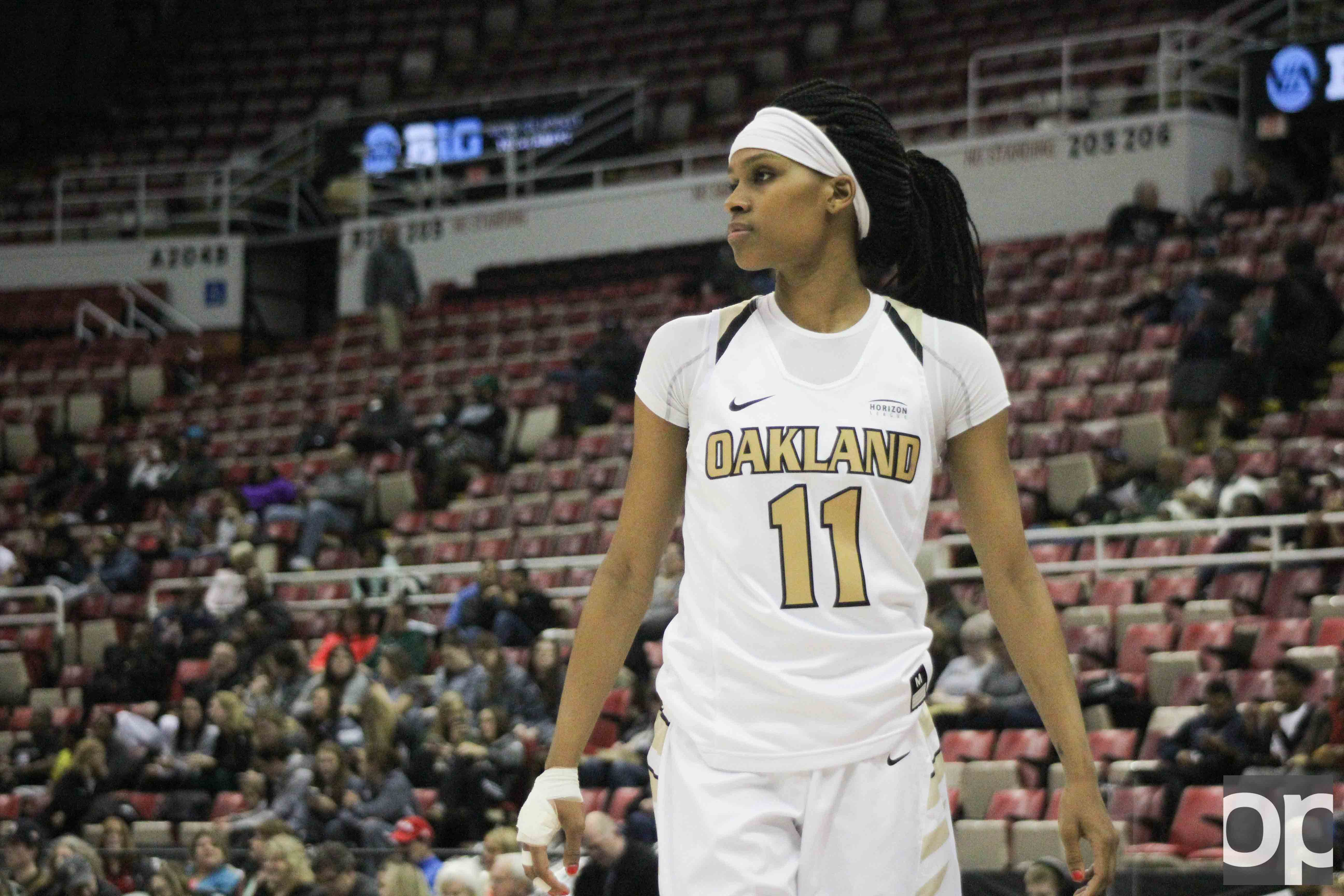 Despite a broken hand, Hannah Little played in the Motor City Madness quarterfinals for the Golden Grizzlies.