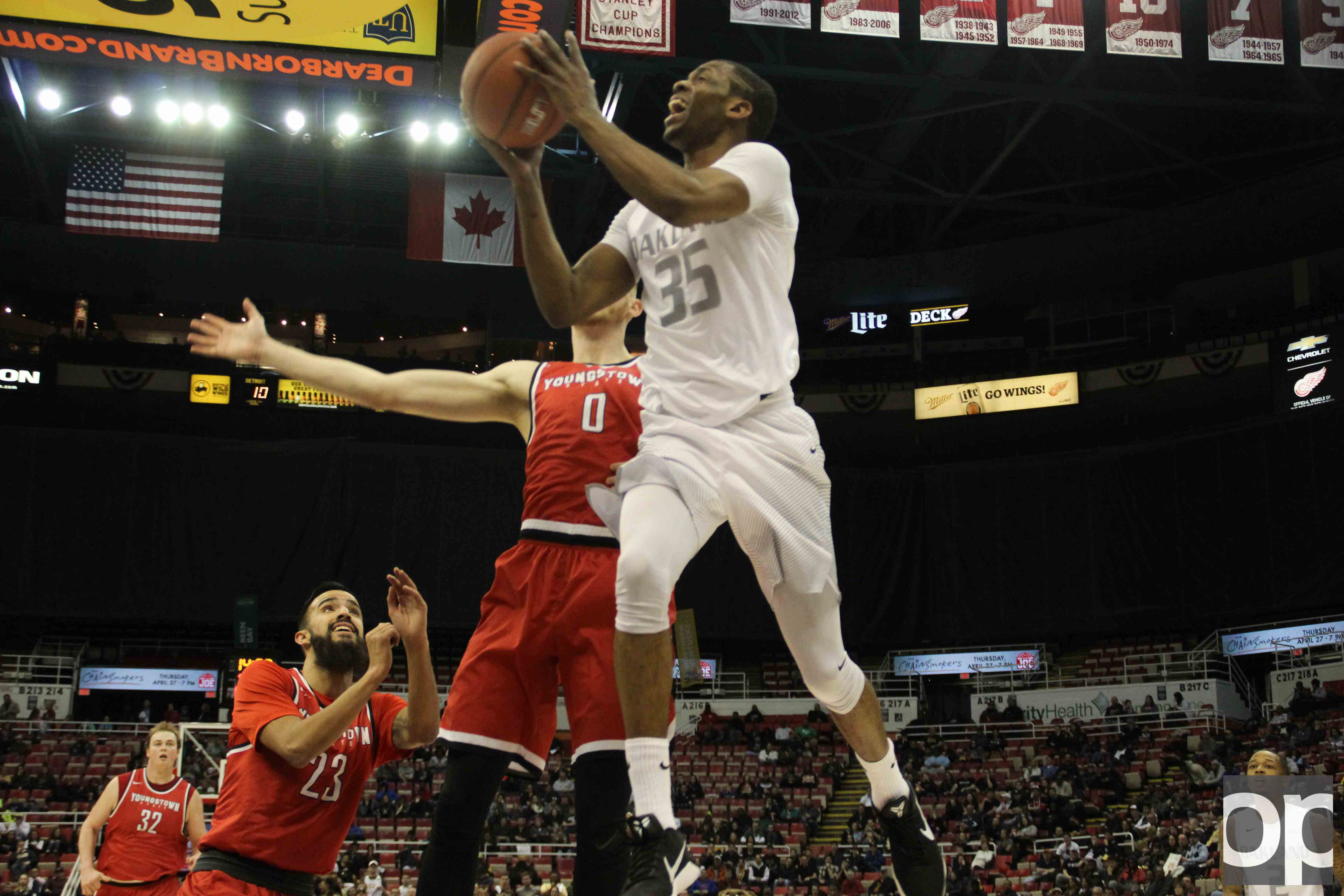 The Golden Grizzlies fell to the Penguins 81-80 in the Motor City Madness quarterfinals on March 4 at the Joe Louis Arena.