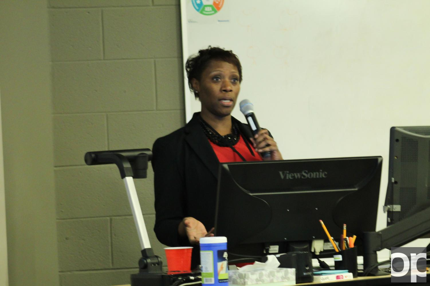 Speaker Michelle George delivers a presentation about HIV/AIDS and how many people are affected by it.