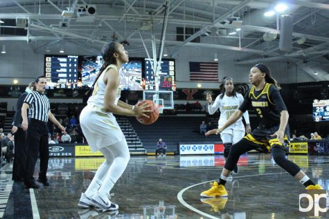 Womens basketball battles the Milwaukee Panthers