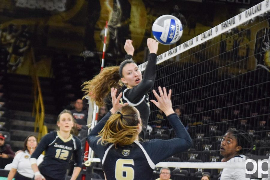 Volleyball+wins+3-2+against+UIC