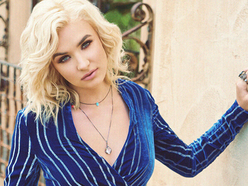 """Maty Noyes' """"Love Songs from a Lolita"""" delivers exactly what it promises"""