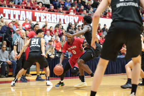 Men's basketball rounds out three-game road trip with 67-57 win over Cleveland State