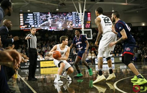 Oakland defeats rival Detroit Mercy 95-75
