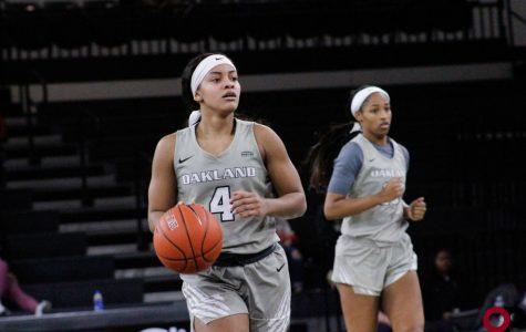 Women's basketball comes close to Youngstown State, losing 79-74 on Thursday, Jan. 16.