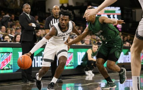 Men's basketball defeats Cleveland State, Williams makes highlight play