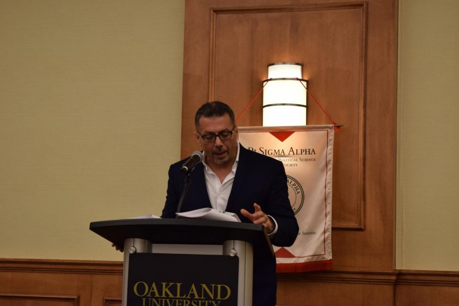 Author and journalist Ramzy Baroud discusses Palestinian identity during his lecture on Tuesday, Feb. 18 in the Oakland Center.