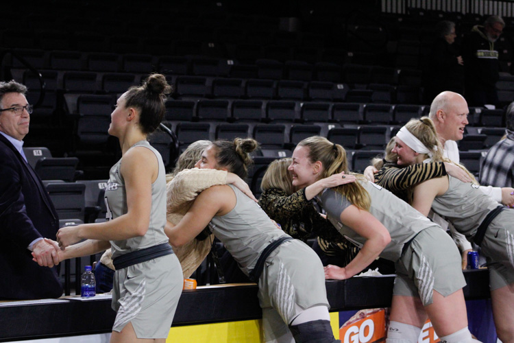 Women%E2%80%99s+basketball+defeats+UIC+63-46+on+Thursday%2C+Feb.+6%2C+a+night+to+honor+women+and+girls+in+sports.%0A