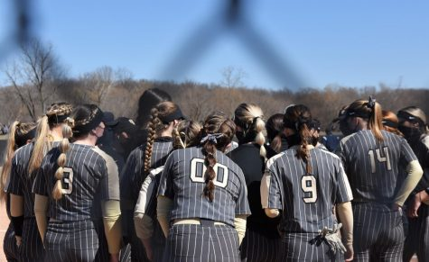 Oakland University softball huddling up. The Golden Grizzlies beat NKU 4-3 on a walk-off sacrifice fly Saturday, March 19.